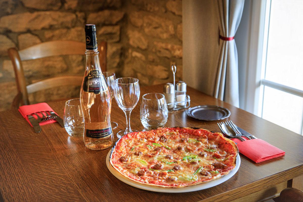 Pizza et rosé