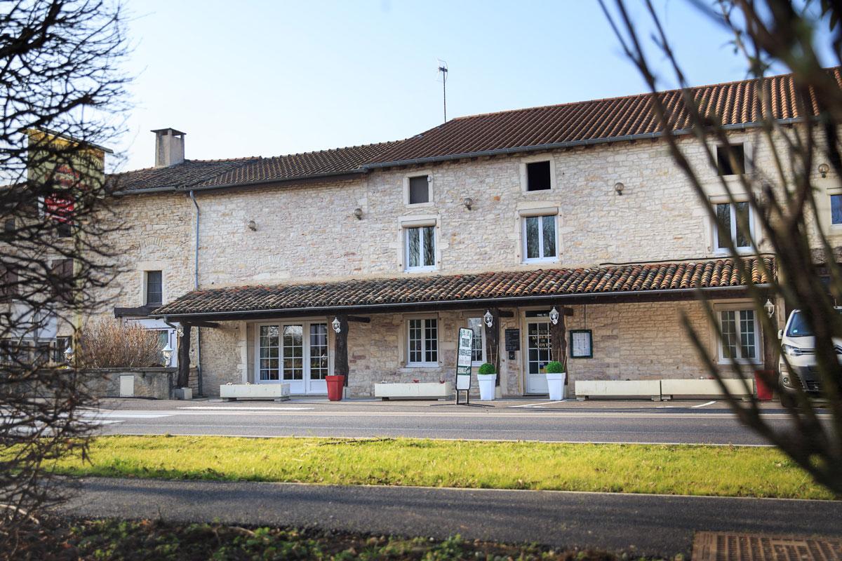 Vue extérieure du restaurant L'Auberge de Saint-Oyen